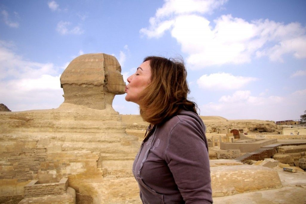 Debra kissing sphinx