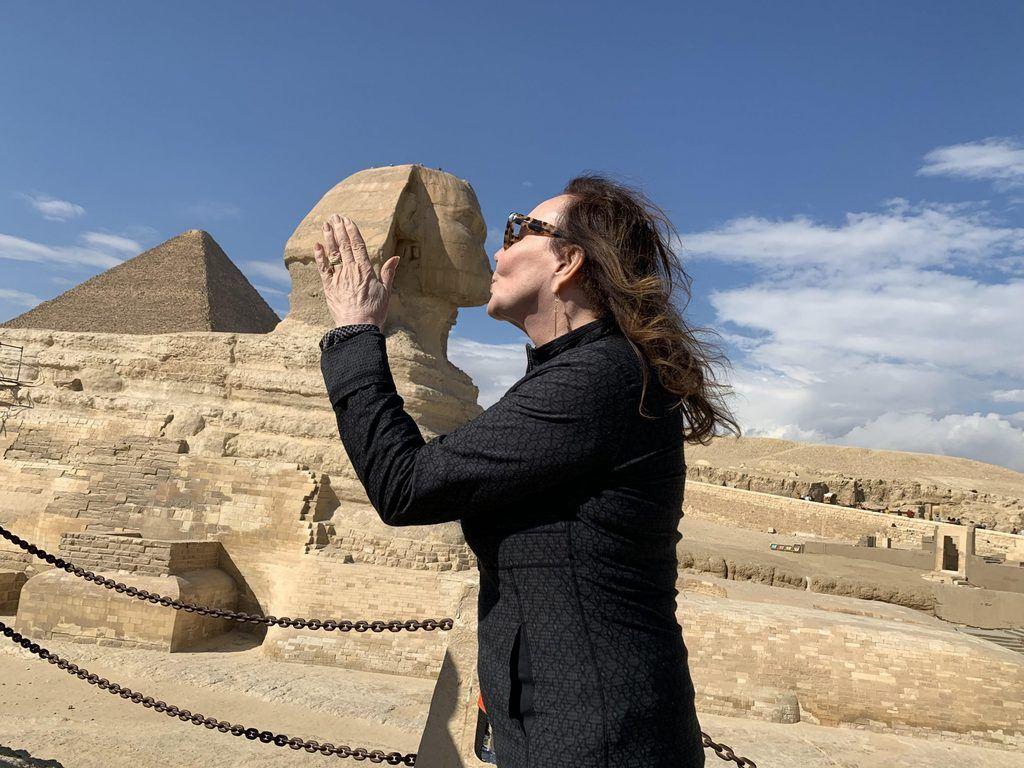 Debra kissing sphinx 2020